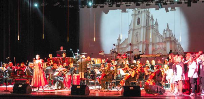 Más de 200 artistas inauguran FITCuba 2016