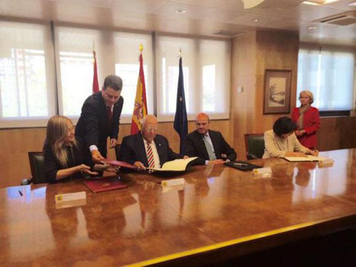 Firmaron Cuba y España acuerdos para reordenar la deuda cubana con el país europeo