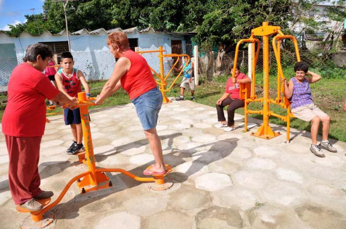 Abuelos, persona con mas de 60 años, parque de bisaludable en Camaguey.