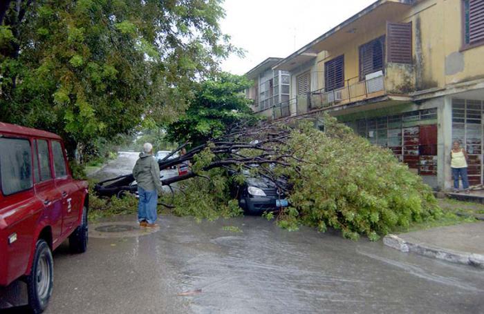 Paso del huracán Rita cerca de la costa norte de La Habana de 3 a 4 pm. Cilo1684