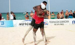 Los cubanos se abrazan después de ganar el oro.