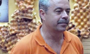 Personas que recibieron la replica de machete del general Maximo Gomez,como Carlos Alberto Cremata Malberti director de la colmenita