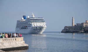 Adonia llega a La Habana