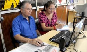 Maritza H. Ruiz Rodriguez especialista de comunicación  Minag y el compañero Roberto Díaz Figueroa especialista de contablidad y precios.Minag en linea con la poblacion.