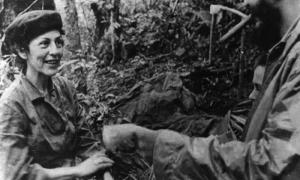 El Comandante en Jefe Fidel Castro con Celia Sánchez, en la Comandancia General de La Plata, en septiembre de 1958. Publicada: 17/02/2012 Fid20129