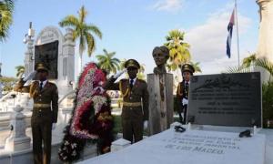 En el cementerio de Santa Ifigenia se colocaron flores en la tumba de Mariana Grajales,  madre de los Maceo.