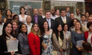 Entrega de títulos de doctor en el Aula Magna de la Universidad de La Habana