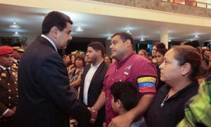 El jefe de Estado venezolano saludó a los familiares de la víctima.
