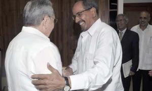 El General de Ejército Raúl Castro Ruz, Presidente de los Consejos de Estado y de Ministros, y Mohamed Abdelaziz, durante su última visita oficial a Cuba en el 2014. Foto: Estudios Revolución