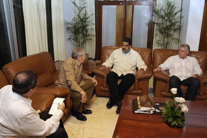 Raúl Castro despide al Presidente venezolano