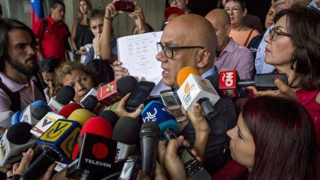 El alcalde del municipio Libertador de Caracas (capital), precisó que la solicitud de investigación es presentada ante el Tribunal Supremo de Justicia. foto: EPA