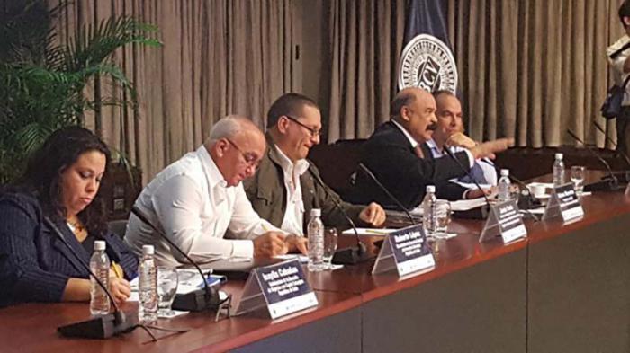 Momentos del encuentro entre autoridades de Cuba y Venezuela.