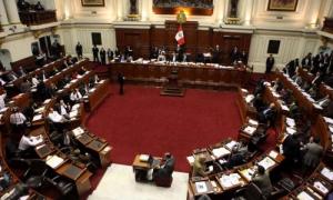 El candidato presidencial peruano Pedro Pablo Kuczynski supera a Keiko Fujimori por un 0,25 % de los votos.