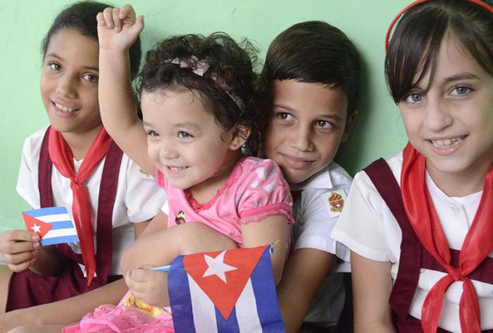Todavía con miles de carencias, en Cuba abundan el amor por los niños y el respeto a sus derechos. Foto: Anabel Díaz