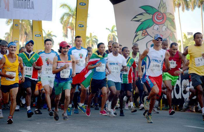 Centenares de corredores rindieron homenaje a Madiba en Cuba