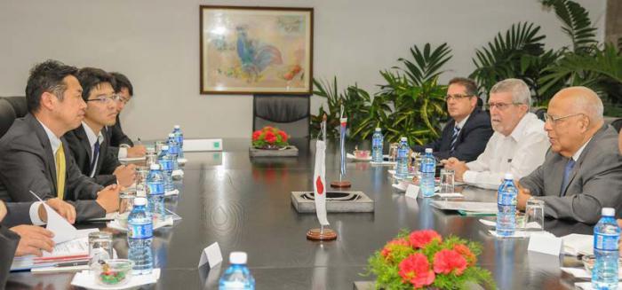 Recibe vicepresidente cubano Cabrisas a Vicecanciller de Japón