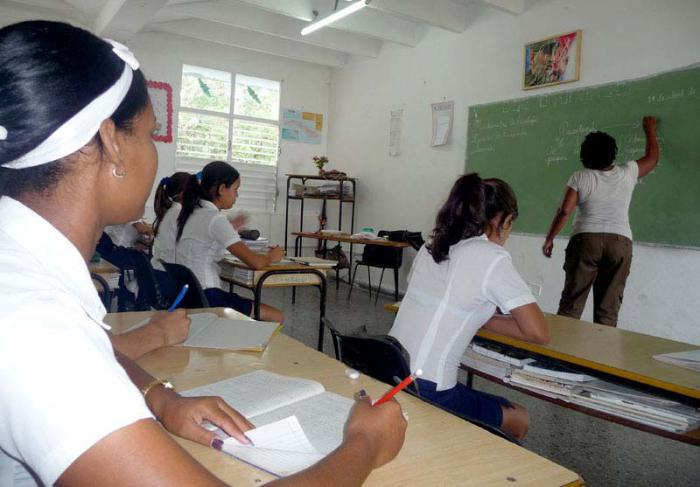 Matricularán en universidades 30 000 docentes cubanos en este curso