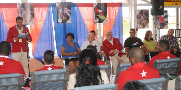 Llegada de los deportista que compitieron en las Olimpiada a la Habana,palabras del boxeador Arlen Lopez.