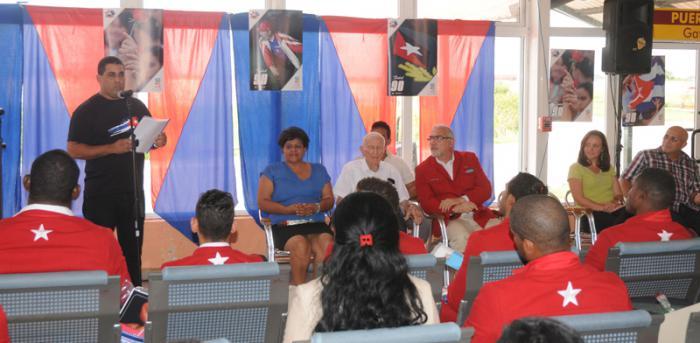 Llegada de los deportista que compitieron en las Olimpiada a la Habana,palabras del segundo secretario de la  UJC Ronal  Hidalgo Rivero