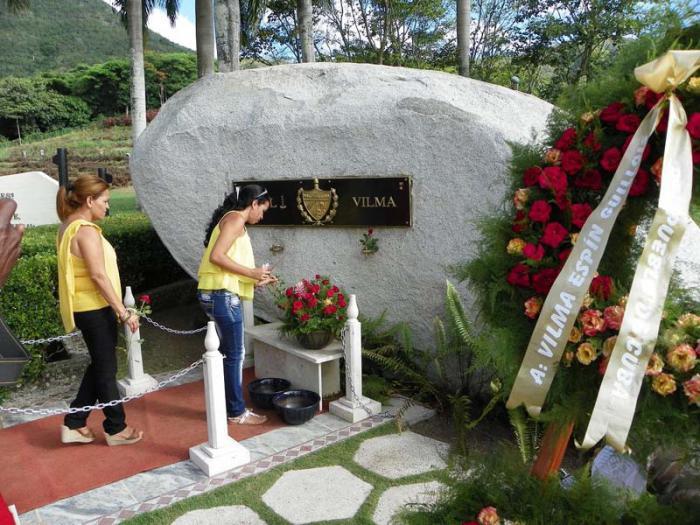 En el aniversario 56 de la FMC, Vilma recibió el homenaje del pueblo de Cuba.