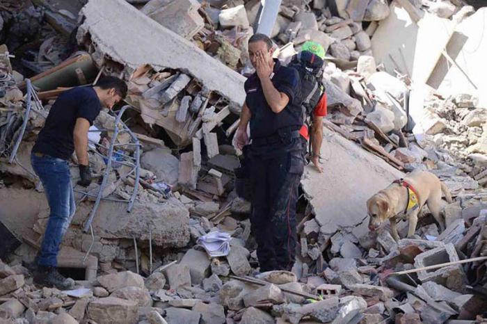 Asciende el número de fallecido tras sismo en Italia