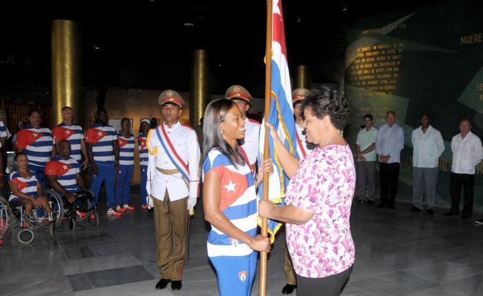 Abanderan delegación cubana a los XV Juegos Paralímpicos (+ Fotos)