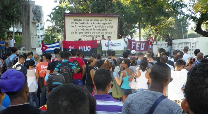Condenan estudiantes universitarios nuevas maniobras yanquis