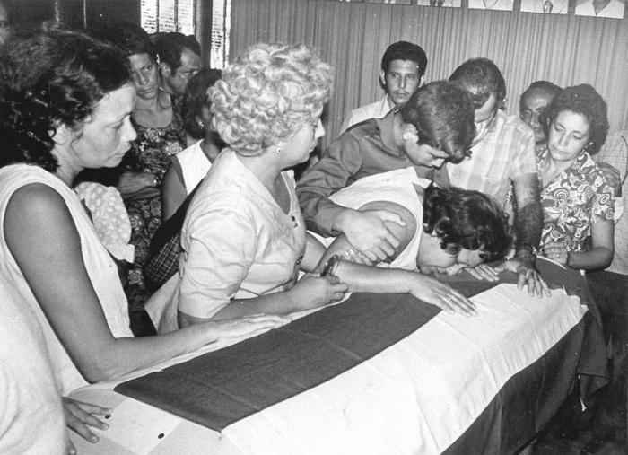 En el acto terrorista contra el avión civil de Cubana de Aviación, el 6 de octubre de 1976, murieron las 73 personas que viajaban a bordo.