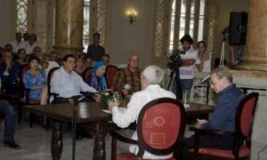 Eusebio Leal (a la izquierda) y Francisco Rey Alfonso intervinieron en la presentación del libro, en acto al que asistió Alicia Alonso.