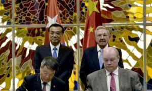 El presidente cubano Raúl Castro y el Primer Ministro de China Li Keqiang presidieron la ceremonia de firma de acuerdos en los dos países
