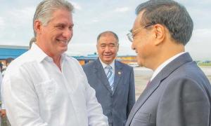 El Miembro del Buró Político y Primer Vicepresidente de los Consejos de Estado y de Ministros, Miguel Díaz-Canel Bermúdez, despidiò al  primer ministro chino, Li Keqiang, en el Aeropuerto  Josè Martì