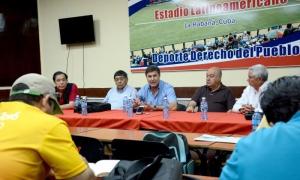Omar Canizales (al centro), durante la conferencia de prensa en salón Adolfo Luque del estadio Latinoamericano