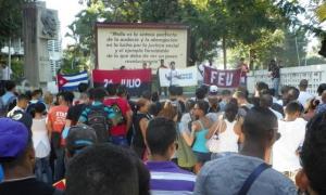 Estudiantes santiagueros condenaron las burdas maniobras del gobierno yanqui.
