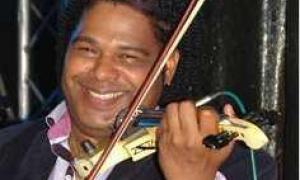 Pedrito Fajardo, violinista de los Van Van