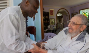 Fidel Castro con el presidente de Guinea Bissau