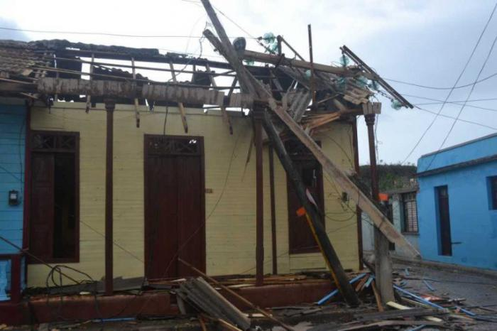 Mayores daños materiales en #Baracoa después de #HuracanMatthew: tendido eléctrico y telefónico y cubierta de viviendas