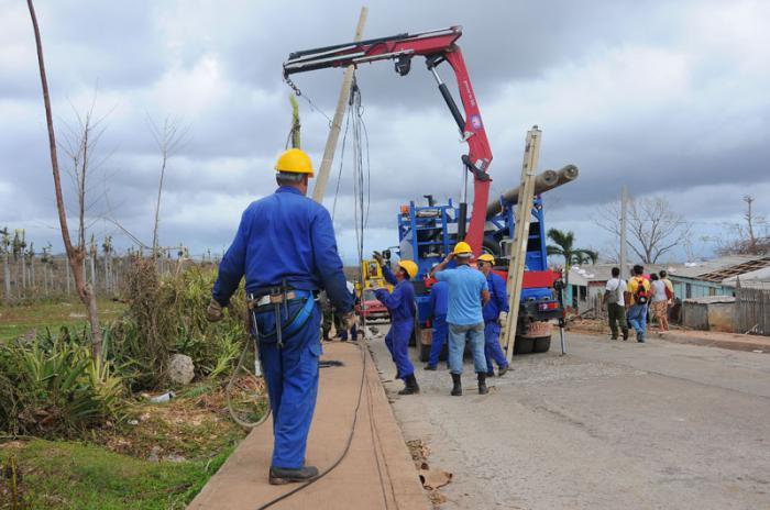 Daños causados por el huracán Matthew en el municipio Maisi. Brigada de ETECSA de Ciuego de Avila apoyando.