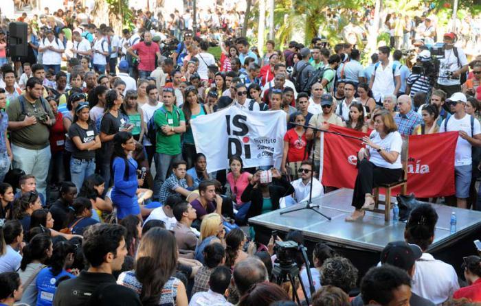 La intervención de Josefina Vidal  fue esclarecedora en cuanto a la nueva directiva del presidente Obama y los fundamentos legales en los que se sostiene el cruel bloqueo contra Cuba. foto: Ismael batista
