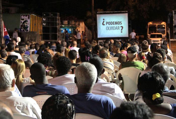 Debate ideológico con cederistas de un barrio de Alturas de Belén en Marianao.