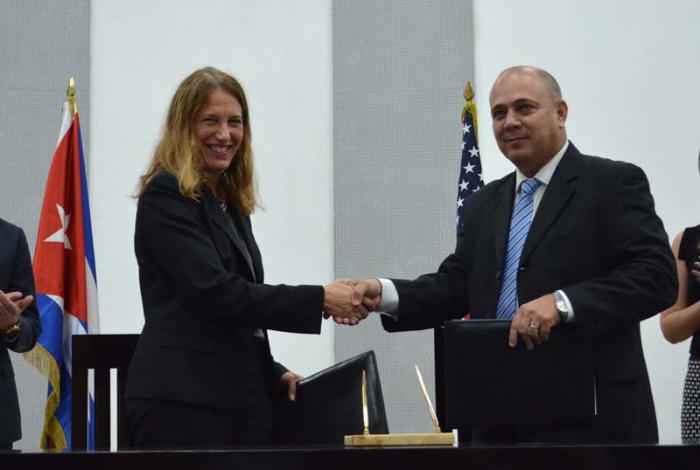 Roberto Morales Ojeda y Sylvia Burwell,  firmaron un Memorando de Entendimiento en el área del control, investigación, vigilancia, seguimiento y evaluación del cáncer.