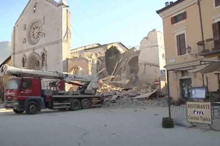 Daños materiales de consideración tras terremoto en Italia