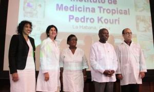 Visita del Excmo. Sr. José Mário Vaz, Presidente de Guinea Bissau al Insituto de Medicina Tropical Pedro Kourí. Compartió con colaboradores cubanos que cumplieron misión en su país.