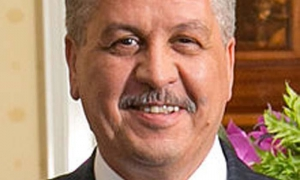 Llega a Cuba el Primer Ministro de la República Argelina Democrática y Popular