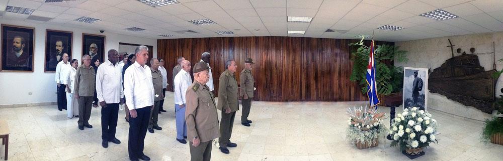 Raúl Castro rinde homenaje póstumo al líder de la Revolución cubana