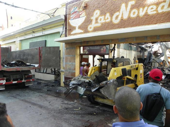 Restablecen instalaciones afectadas por incendio en calle Enramadas en Santiago