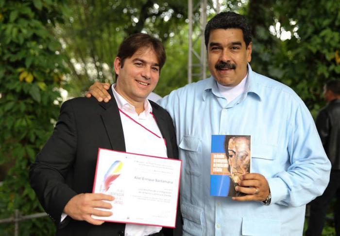 Recibe investigador cubano mención honorífica del Premio Libertador al Pensamiento Crítico