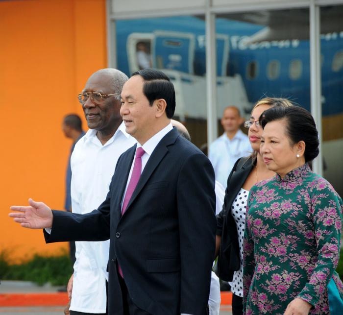 Despedida del presidente de la República Socialista de Vietnam, compañero Tran Dai Quang tras su visita oficial,  por Salvador Valdés Mesa, vicepresidente del Consejo de Estado de la República de Cuba .