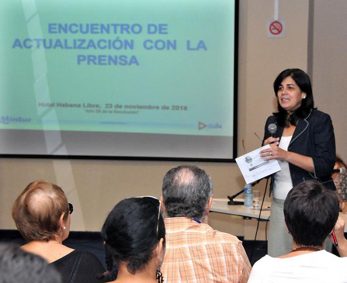 Encuentro de actualización con la Prensa del MINTUR. (foto Jorge Luis Gonzàlez) 23-11-16 MINTUR01N9  Habla María del Carmen Orellano.