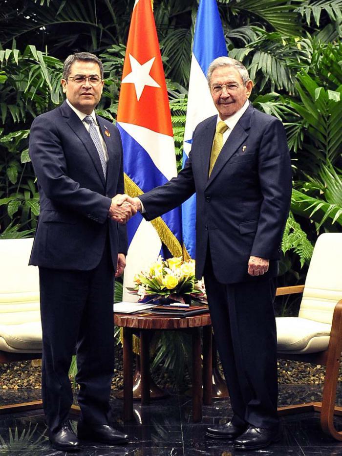 Recibió Raúl Castro en La Habana al Presidente de Honduras