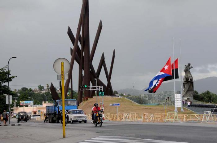 Preparativos en la Plaza de la Revolución Mayor General Antonio Maceo para el acto de homenaje póstumo del Comandante en Jefe.